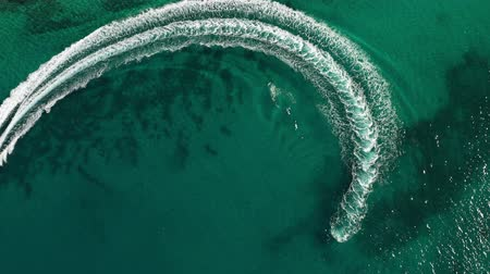 costela : Aerial shot of speedboat riding in a circle in the sea. Top travel destination. 4K.