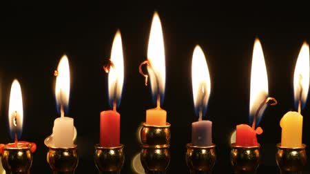 jodendom : Hanukah candles celebrating the Jewish holiday Stockvideo