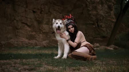 lobo : A beauty girl is a Native American walks with a wild wolf. Alaskan Malamute