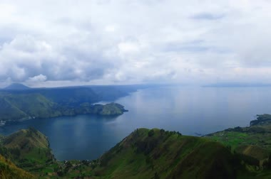 göl : Lake toba or danau toba in North Sumatra, Indonesia Stok Video
