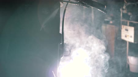 kinetik : motorcycle welding in the garage 2 Stok Video