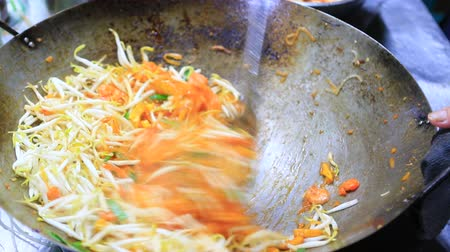 rua : close up pad thai in bangkok street food