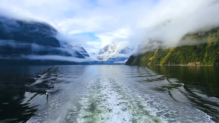 lookout point : milford sound fiord land national park