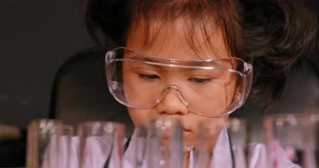 asian children examination in science laboratory 影像素材