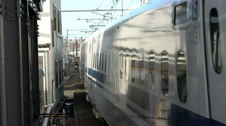 golyó : Shinkansen (high speed bullet train)