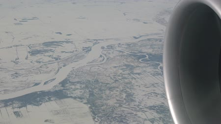 transportado pelo ar : Russia-January 29, 2018: Frozen fields and rivers viewed from an airplane Vídeos