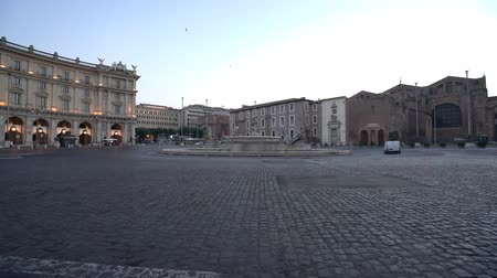 piazza : In Rome, Italy-July 29, 2018: Plaza of Republic in Rome soon after the sunrise