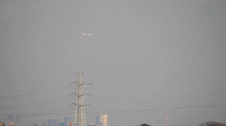 chegada : Tokyo,Japan-February 5, 2020: An Aircraft Approaching Haneda International Airport Using New Experimental Flight Route for  The Airport Arrivals and Departures