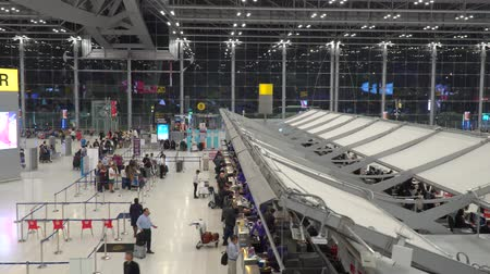 inchecken : Bangkok,Thailand-January 25, 2020: Check-in counters of Suvarnabhumi Airport or New Bangkok International Airport Stockvideo