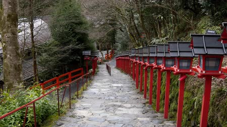 klatka schodowa : Kyoto,Japan-February 25, 2020: Stone steps at Kifune Shrine in Kyoto Wideo