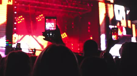 película de filme : People holding their smart phones and photographing shooting concert moments technology 4k
