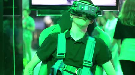 MOSCOW, RUSSIA - MARCH 29, 2015: Virtual reality game.  Exhibition of modern technologies TechTrends Expo. Vídeos