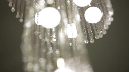 żyrandol : Luxury Crystal Chandelier. Close up on the crystal of a contemporary crystal decoration.