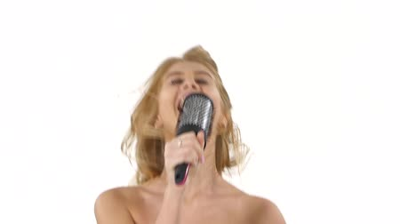 křik : Young girl singing using a brush as a microphone. lovely woman in towel. white background. close up, bathroom Dostupné videozáznamy