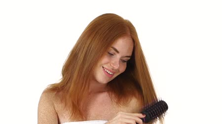 vöröshajú : Hair. Beautiful Redhead girl Brushing Her Wet Hair. Hair Care. Spa Beauty Model. white background, bathroom