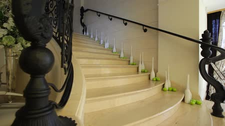 schody : Stairs of a modern building with decorations like apples and vases in corners