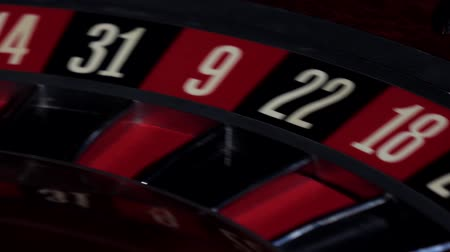 rodas : Roulette wheel running, numbers, close up