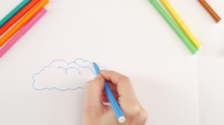 sem nuvens : Woman drawing the clouds using blue felt-tip pen on white paper, time lapse Vídeos