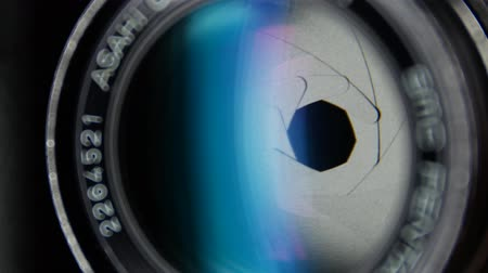 přední : Camera diaphragm opening, close up