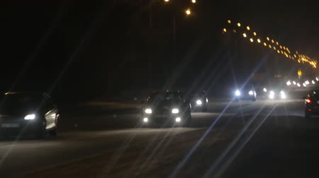 ponto de referência : Driving a car in night, cars leave traces with lights