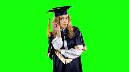 descontente : Disgruntled graduate threatening finger. Green screen