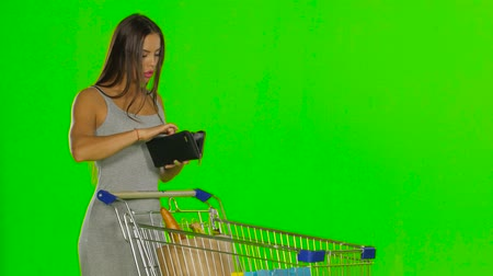 pastry purse : Woman on the shopping controls the funds in the wallet. Green screen