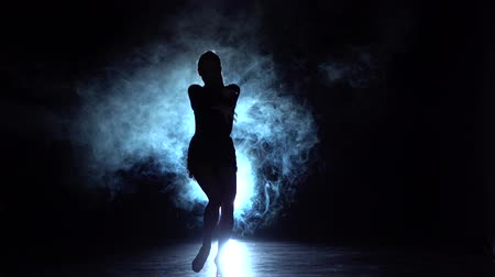 латинский : Girl dancing latin dance in the studio, silhouette. Slow motion