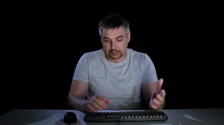 bewilderment : Man feels the emotions of bewilderment communicating on the internet Stock Footage