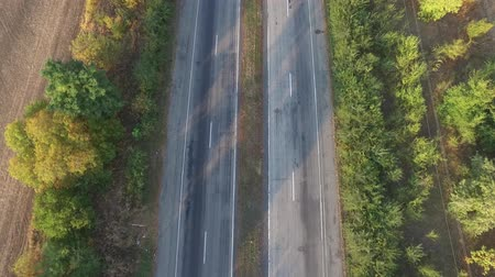 metin alanı : Aerial view a highway in both directions with moving cars