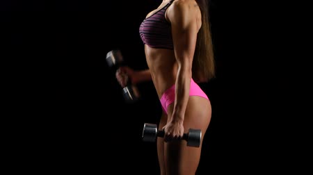 atletismo : beautiful strong girl exercises with dumbbells