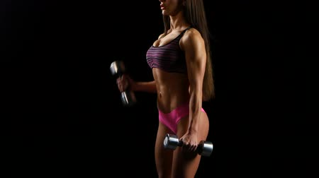 atletika : Woman on the bench pulling dumbbell