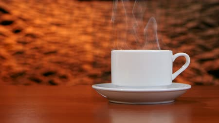 granulação : Cup on a white saucer of hot coffee on the aroma spreads room Vídeos
