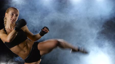 bokszoló : Training blows by feet strong girl boxer