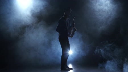 jazzman : Musician in a smoky studio. Slow motive on the saxophone Stock Footage