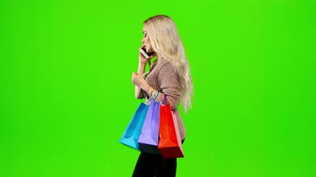pięta : Girl with long hair shall be in the hands of multi colored packages. Green screen