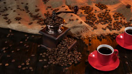 luxúria : Two red cups with black coffee on the wooden table Stock Footage