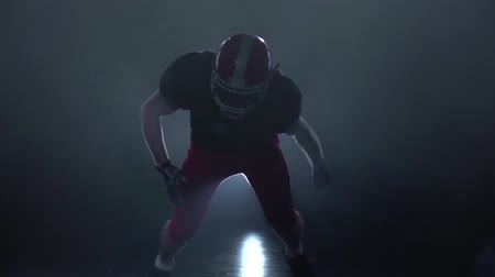 lineman : Offensive lineman ready to attack. Slow motion Stock Footage
