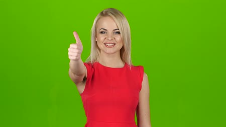 рукав : Pleased girl shows gesture all right, thumbs up. Green screen Стоковые видеозаписи
