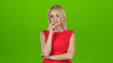 médio : Blonde thought about question and found answer. Green screen studio