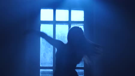 fingertips : Pirouettes performed by professional dancer woman in the moonlight, silhouette Stock Footage
