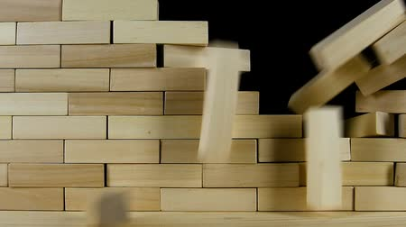 pausa : Wall of wooden bricks breaks from the impact, slow motion