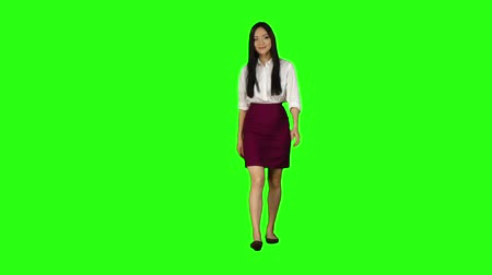 экран : Girl looks around, chooses the right things for herself. Green screen. Slow motion Стоковые видеозаписи