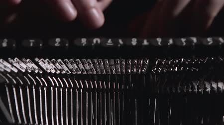 maszyna do pisania : Finger typing on vintage typewriter