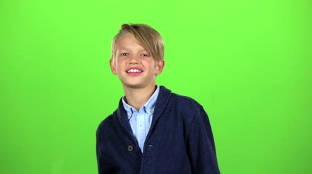 pigtailler : Child shows thumbs up. Green screen. Slow motion