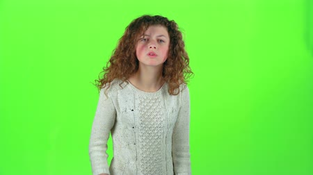 jitters : Teen girl aggressive, she screams. Green screen