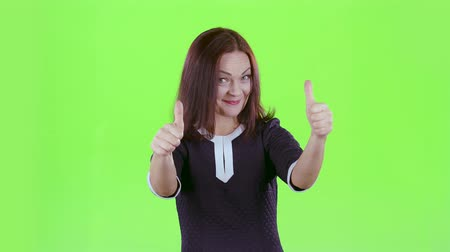 publicity : Lady advertises the products and shows a thumbs up. Green screen Stock Footage