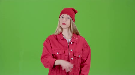 agresif : Girl is angry and gestures that she is unhappy. Green screen