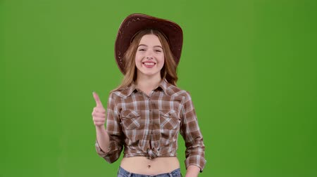 pléd : Cowboy girl in a hat shows a thumbs up. Green screen