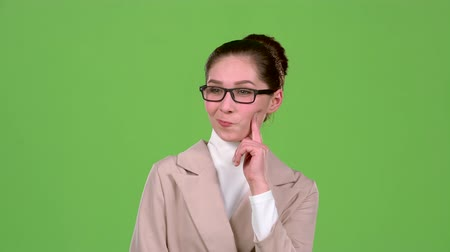 ношение : Girl reflects on the working moments. Green screen. Slow motion