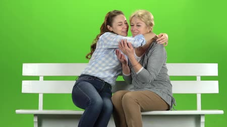 konuları : Daughter kisses her mother on the cheek. Green screen. Slow motion